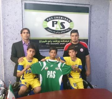 قرارداد پسران علی کریمی و حسین کاظمی در پاس